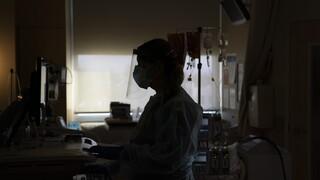 Κορωνοϊός: Προς επιστράτευση ιδιωτών γιατρών - Δραματική η κατάσταση στα νοσοκομεία