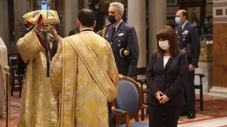 Παρουσία της Κατερίνας Σακελλαροπούλου η λειτουργία στη Μητρόπολη για την Κυριακή της Ορθοδοξίας