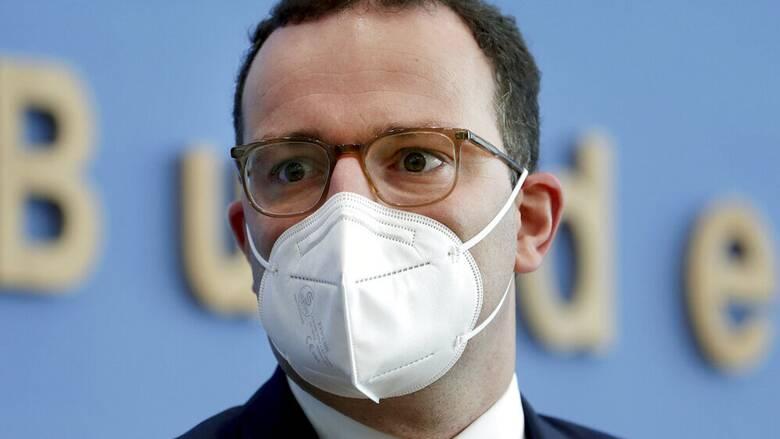 Γερμανία - Spiegel: Αποκαλύψεις για προμήθειες μασκών σε υπόθεση που «αγγίζει» τον υπουργό Υγείας