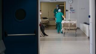Ώρα μηδέν για την επίταξη των ιδιωτών γιατρών: Τα μηνύματα, το «ρήγμα» και οι αιχμές