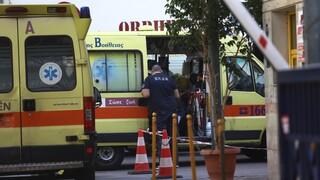 «Πολεμικές» εφημερίες στα νοσοκομεία της Αττικής: Ουρές ασθενοφόρων στον Ευαγγελισμό