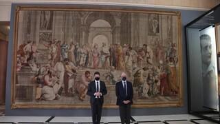 «Η Σχολή των Αθηνών» του Ραφαήλ κοσμεί το Περιστύλιο της Βουλής των Ελλήνων
