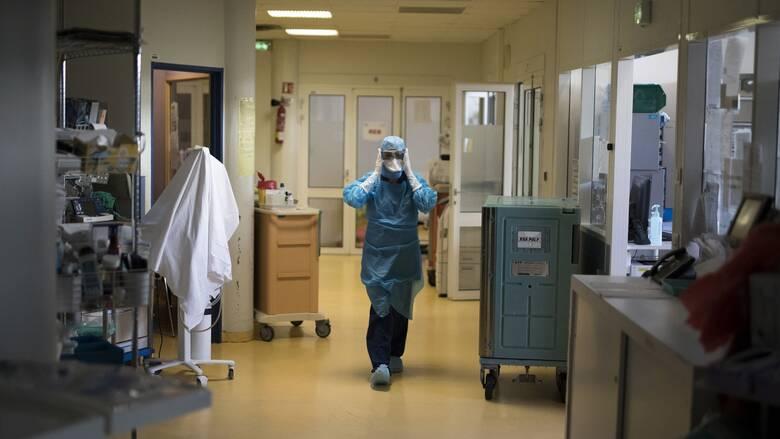 Κορωνοϊός: Βαρύ ιικό φορτίο σε Αττική, Θεσσαλονίκη - Ο χάρτης της διασποράς