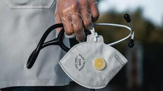Κορωνοϊός - Επιστράτευση: Στα νοσοκομεία του ΕΣΥ καλούνται από Τρίτη οι ιδιώτες γιατροί
