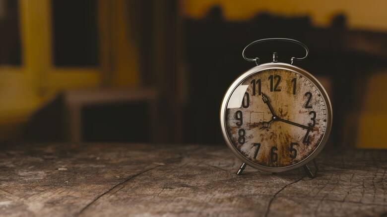 Πώς η αϋπνία και η υπερκόπωση συνδέονται με αυξημένο κίνδυνο για κορωνοϊό