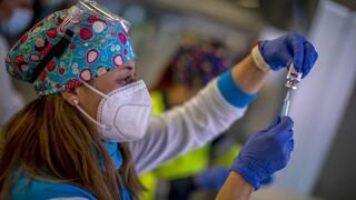 «Έσπασε» το φράγμα του ενός εκατομμυρίου εμβολιασμών τουλάχιστον με μία δόση