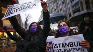 Ο Ερντογάν αναζητεί σωσίβιο στον αυταρχισμό