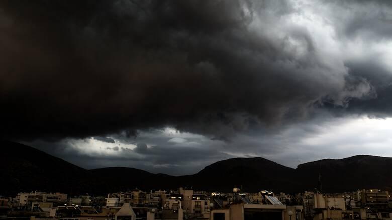 Καιρός: «Μάρτης γδάρτης» – Βροχές, καταιγίδες και χιόνια την Τετάρτη