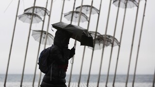 Καιρός: Μέσα στην άνοιξη... χειμώνας -  Βροχές, καταιγίδες και χιόνια σήμερα