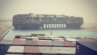 Τεράστιο πλοίο προσάραξε και έκλεισε τη Διώρυγα του Σουέζ