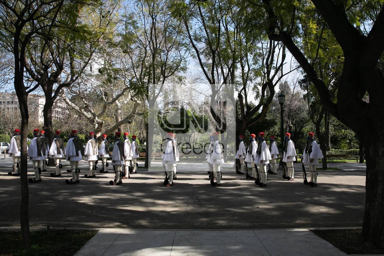 https://cdn.cnngreece.gr/media/news/2021/03/25/259536/photos/snapshot/200xronia-epeteios-1.jpg