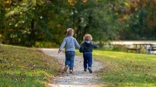 Ενεργοί μπαμπάδες: Το νομοσχέδιο για τη συνεπιμέλεια χρειάζεται σημαντικές αλλαγές