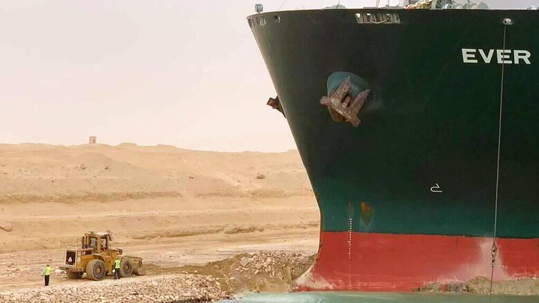 Παραμένει μπλοκαρισμένη η Διώρυγα του Σουέζ - Σοβαρά προβλήματα στην παγκόσμια ναυσιπλοΐα