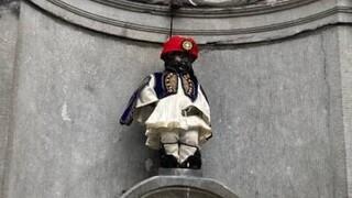 Επέτειος 1821: Με τη στολή του εύζωνα το περίφημο αγαλματάκι των Βρυξελλών