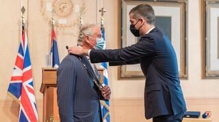 Στον Πρίγκιπα Κάρολο, το Χρυσό Μετάλλιο Αξίας της Αθήνας