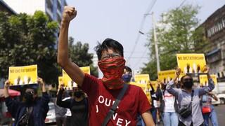Μιανμάρ: Οι δυνάμεις της χούντας έχουν σκοτώσει περισσότερους από 300 ανθρώπους