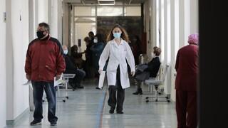 Κορωνοϊός - ΠΟΕΔΗΝ: Τουλάχιστον 52 οι διασωληνωμένοι εκτός ΜΕΘ στην Αττική