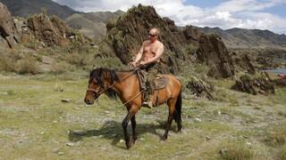 Και όμως ο Βλαντιμίρ Πούτιν έχει πέσει από άλογο...