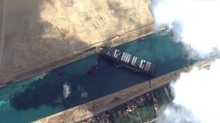 Διώρυγα του Σουέζ: Άνω κάτω η παγκόσμια ναυσιπλοΐα - Ελπίδες για αποκόλληση του πλοίου σήμερα