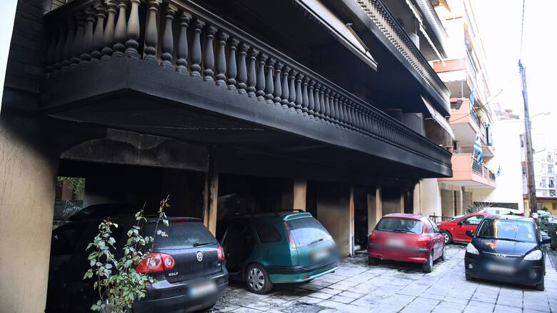 Θεσσαλονίκη: Φωτιά σε πυλωτή πολυκατοικίας – Κινδύνεψαν άνθρωποι