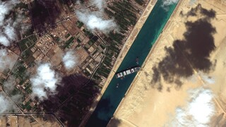 Διώρυγα του Σουέζ: Νέα προσπάθεια ρυμούλκησης του Ever Given - «Εγκλωβισμένα» 321 πλοία