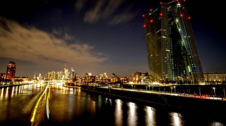 «Ώρα της γης»: Κτήρια και μνημεία σε όλο τον κόσμο έσβησαν τα φώτα για μια ώρα
