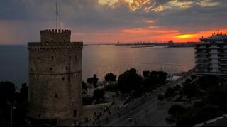 Ουρές για ένα ποτό στη Θεσσαλονίκη - «Κρυφτούλι» με τους αστυνομικούς