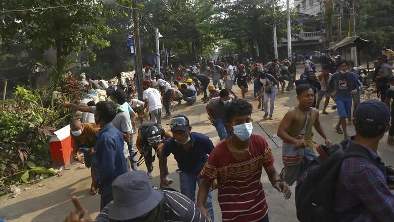 Μιανμάρ: Κλιμακώνουν τη βία οι δυνάμεις της χούντας με αεροπορικούς βομβαρδισμούς χωριών