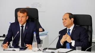 Αλ Σίσι και Μακρόν συζήτησαν για την ανάγκη αποχώρησης των ξένων στρατευμάτων από τη Λιβύη