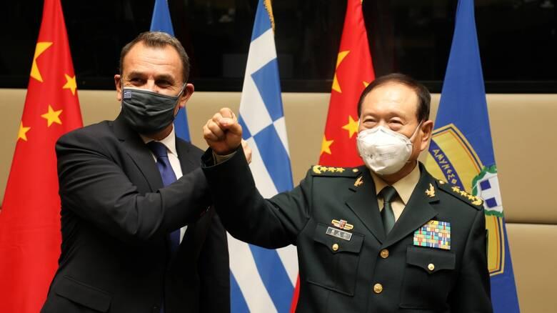 Συνεργασία στον αμυντικό τομέα στο επίκεντρο της συνάντησης ΥΠΕΘΑ με τον Κινέζο ομόλογό του