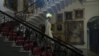 «The Crown»: Ο σχεδιαστής παραγωγής της σειράς ξεναγήθηκε στο Μπάκιγχαμ για να εμπνευστεί