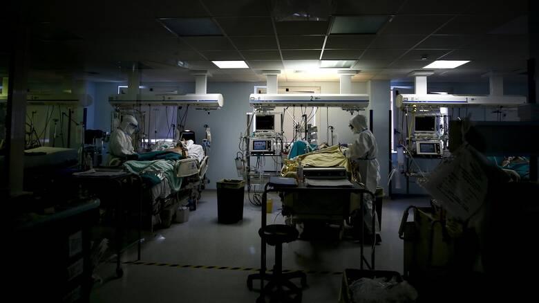 Κορωνοϊός: «Βόμβα» με 4.340 νέα κρούσματα - 741 διασωληνωμένοι, 72 θάνατοι
