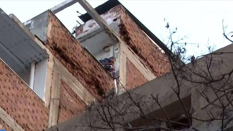 Θεσσαλονίκη: Φωτιά σε διατηρητέο κτήριο στο κέντρο της πόλης