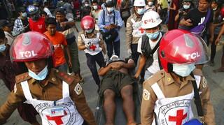 Μιανμάρ: Εργαζόμενοι του Ερυθρού Σταυρού συλλαμβάνονται, εκφοβίζονται και τραυματίζονται