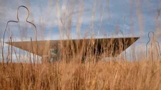 «Διερχόμενοι»: Οι μεταλλικοί «ήρωες» του Γιώργου Ξένου στο Πάρκο Σταύρος Νιάρχος