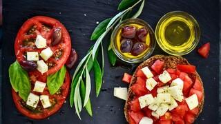 Έρευνα: Συνταγή υγείας η μεσογειακή διατροφή - Οι κίνδυνοι που κρύβει το επεξεργασμένο κρέας