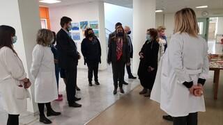 Κορωνοϊός: Τα νοσοκομεία Άργους και Ναυπλίου επισκέφθηκε η Ζωή Ράπτη