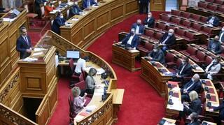 Μητσοτάκης στη Βουλή: Η εστίαση θα ανοίξει μετά το Πάσχα