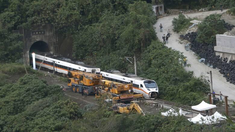 Ένα λυμένο χειρόφρενο -πιθανότατα- η αιτία του μεγαλύτερου σιδηροδρομικού δυστυχήματος στην Ταϊβάν