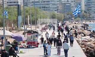 Κορωνοϊός: Διαδημοτικές... ανάσες στη θάλασσα για τους Αθηναίους