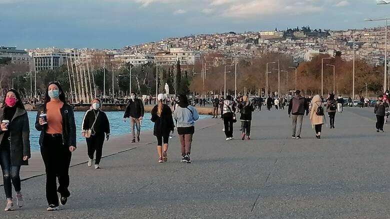 Κορωνοϊός: «Συναγερμός» για το ιικό φορτίο της Θεσσαλονίκης - «Ανάσα» αναζητούν οι πολίτες