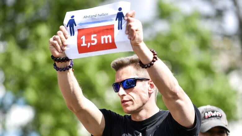 Γερμανία: Μεγάλη διαδήλωση κατά των μέτρων για την πανδημία στη Στουτγάρδη