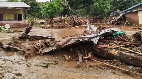 Δραματικές στιγμές στην Ινδονησία: Δεκάδες νεκροί από πλημμύρες και κατολισθήσεις