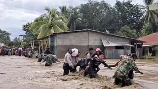 Αυξάνεται ο αριθμός των νεκρών από τις πλημμύρες στις Ινδονησία - Δεκάδες οι αγνοούμενοι