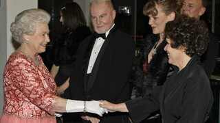 «The Crown»: Η Ιμέλντα Στόντον είναι «λίγο νευρική» που θα υποδυθεί τη βασίλισσα Ελισάβετ
