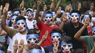 Συνεχίζεται η «ανοιξιάτικη επανάσταση» στη Μιανμάρ: Νέες κινητοποιήσεις παρά την αιματηρή καταστολή