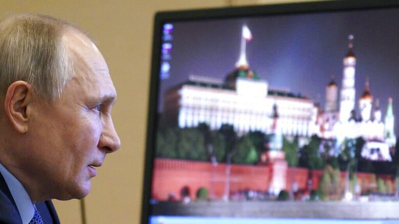 Αψηφά η Ρωσία τη Δύση για την Ουκρανία: «Ουδεμία απειλή» λέει για τις στρατιωτικές κινήσεις