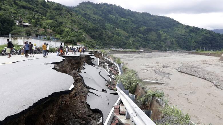 Δραματική αύξηση του αριθμού των νεκρών σε Ινδονησία - Ανατολικό Τιμόρ από τις πλημμύρες
