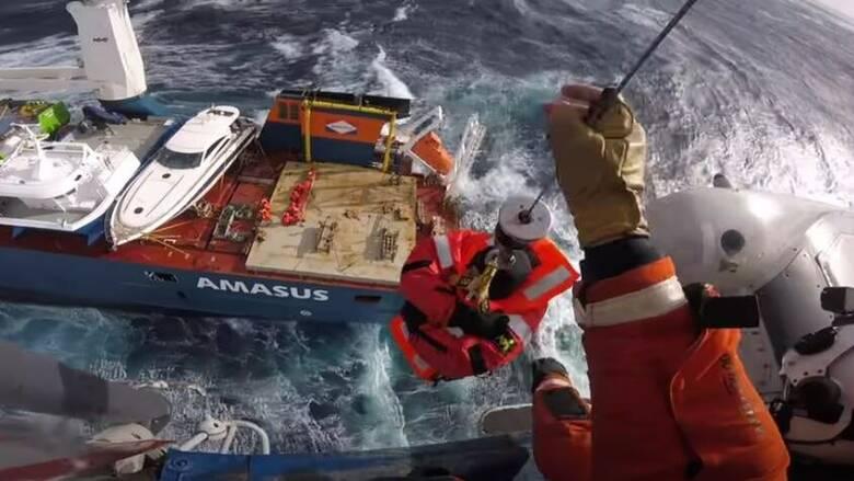 Νορβηγία: Δραματική διάσωση του πληρώματος φορτηγού πλοίου που πλέει ακυβέρνητο