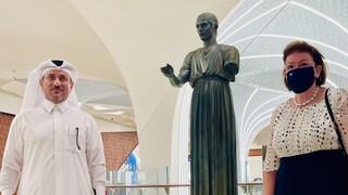 Ο Ηνίοχος των Δελφών κοσμεί τον σταθμό του Μετρό στο διεθνές αεροδρόμιο της Ντόχα